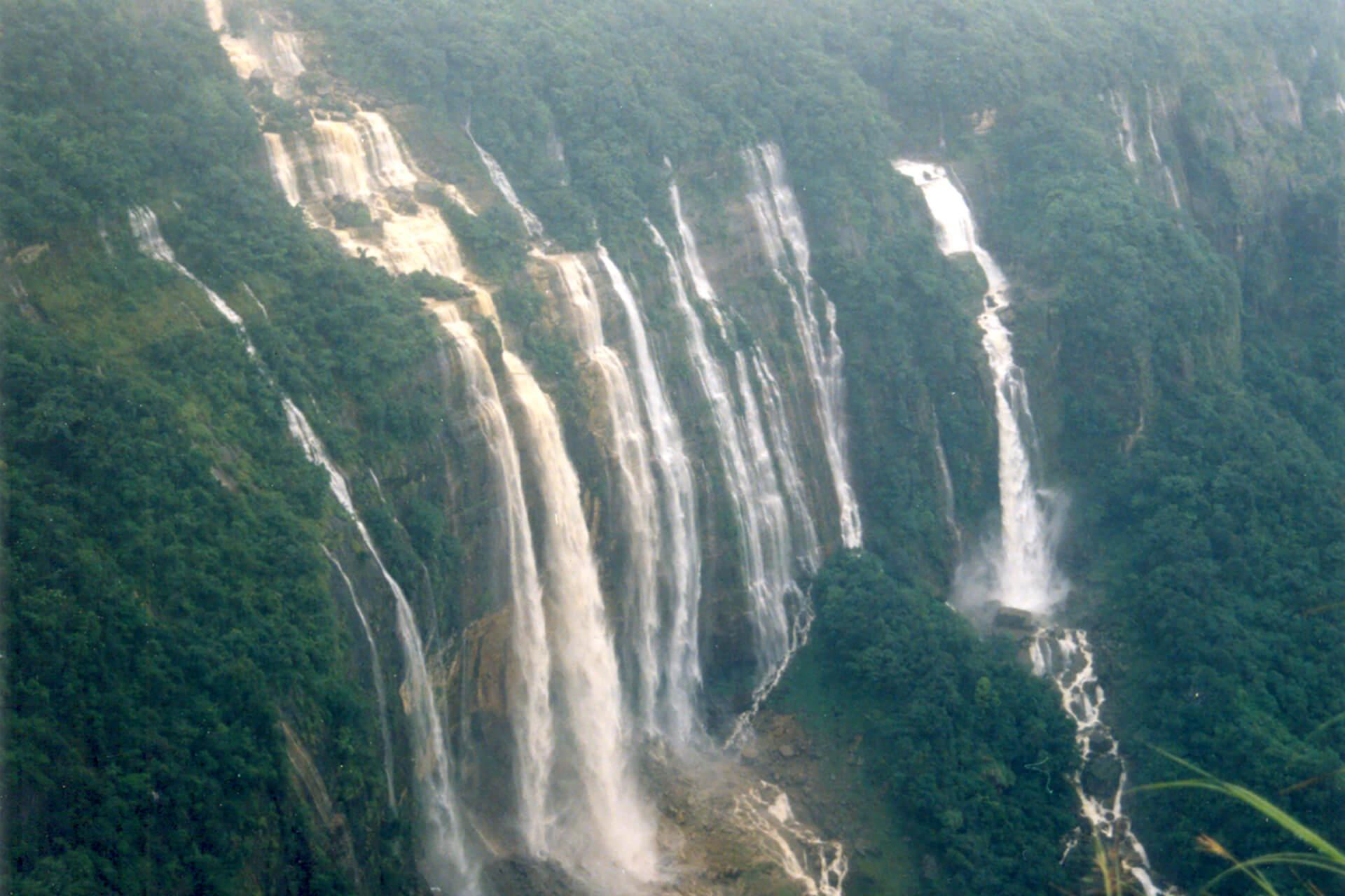 Noh Sngithiang Falls