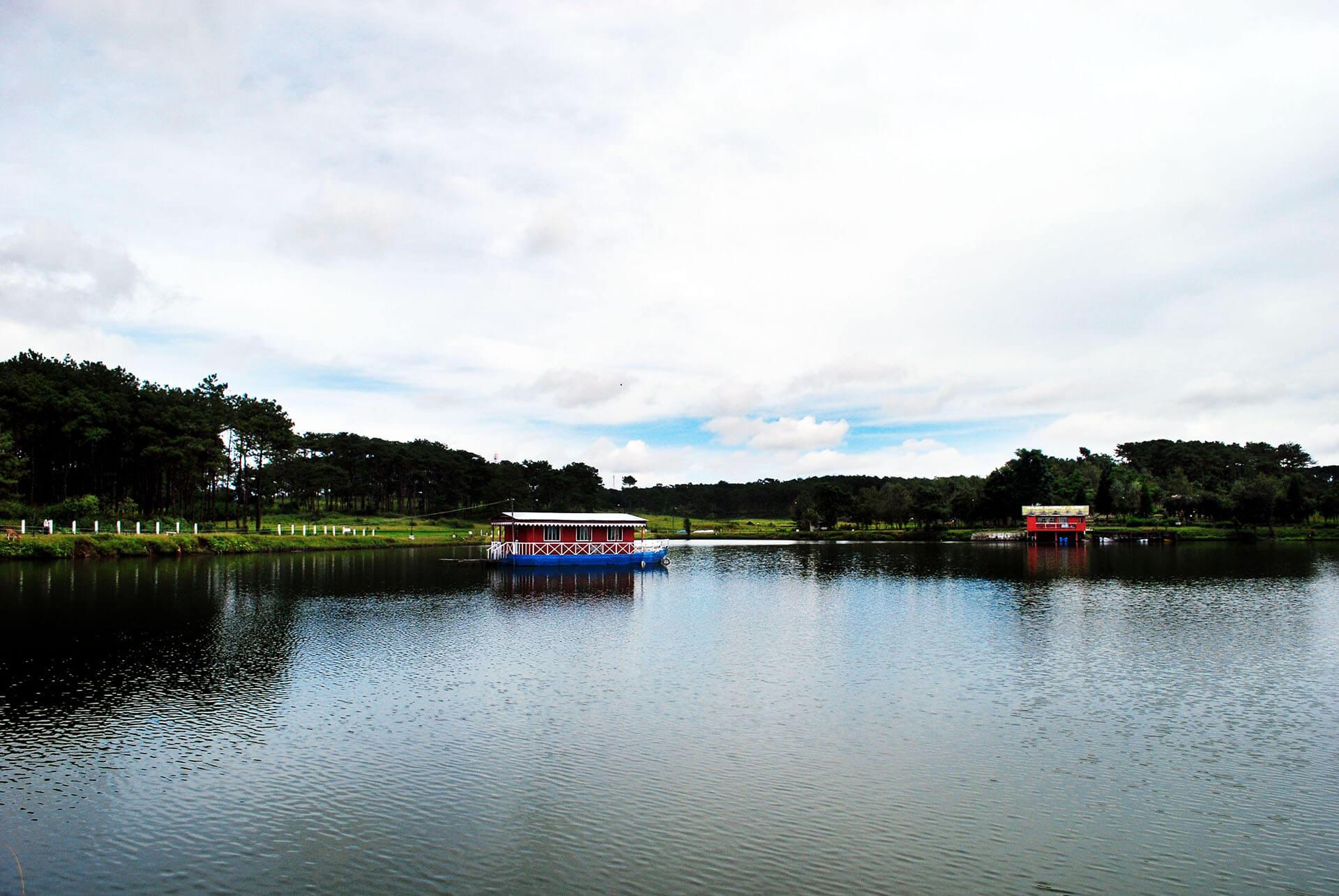 Thadlaskein Lake